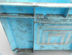様々な形状タイプのプラスチックコンテナーを洗浄 布やブラシでは磨き難い部位も洗浄出来ます。